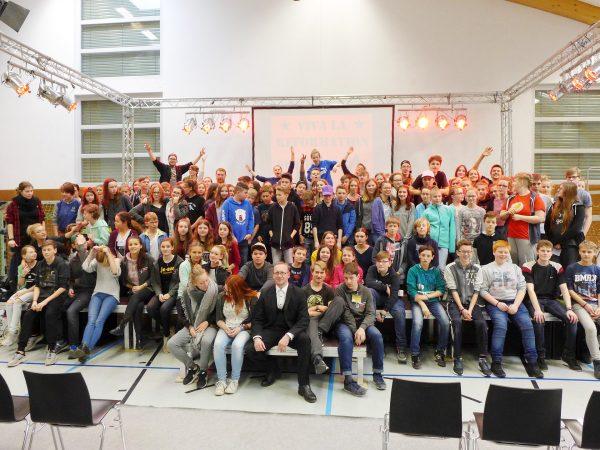 130 Teilnehmer auf einem Bild - Konfirmanden Camp in Mötzow 2017