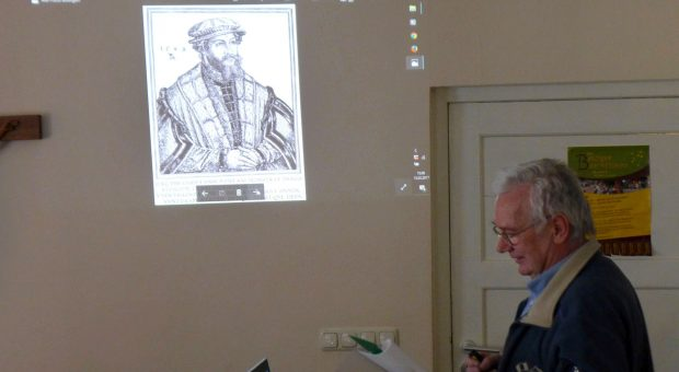 Heimatforscher Günther Franz bei seinem Vortrag über Gregor von Brück