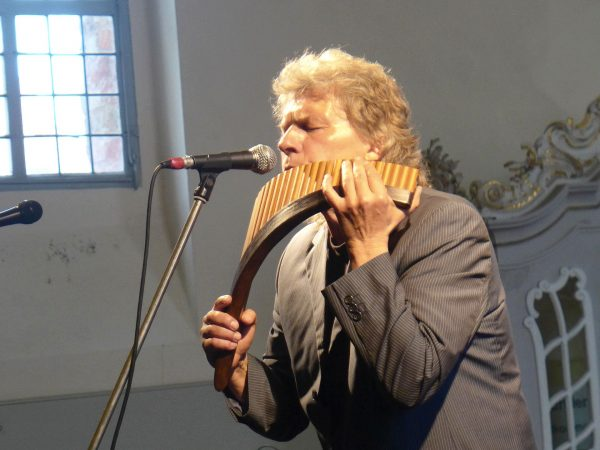 Edward Simoni mit Panflöte