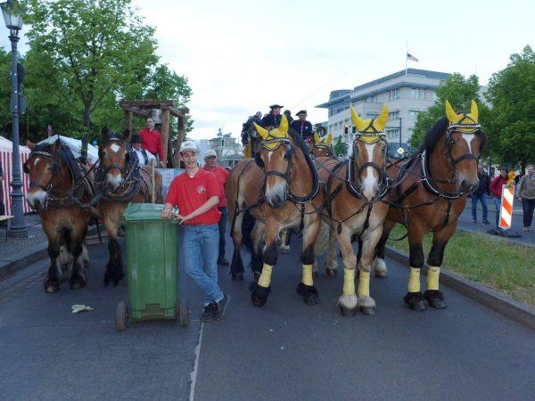 Pferdeglockenprozession am Ziel - Kirchentag 2017 in Berlin