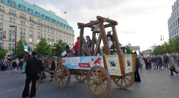 Pferdeglockenprozession vor dem Brandenburger Tor - Kirchentag 2017 in Berlin