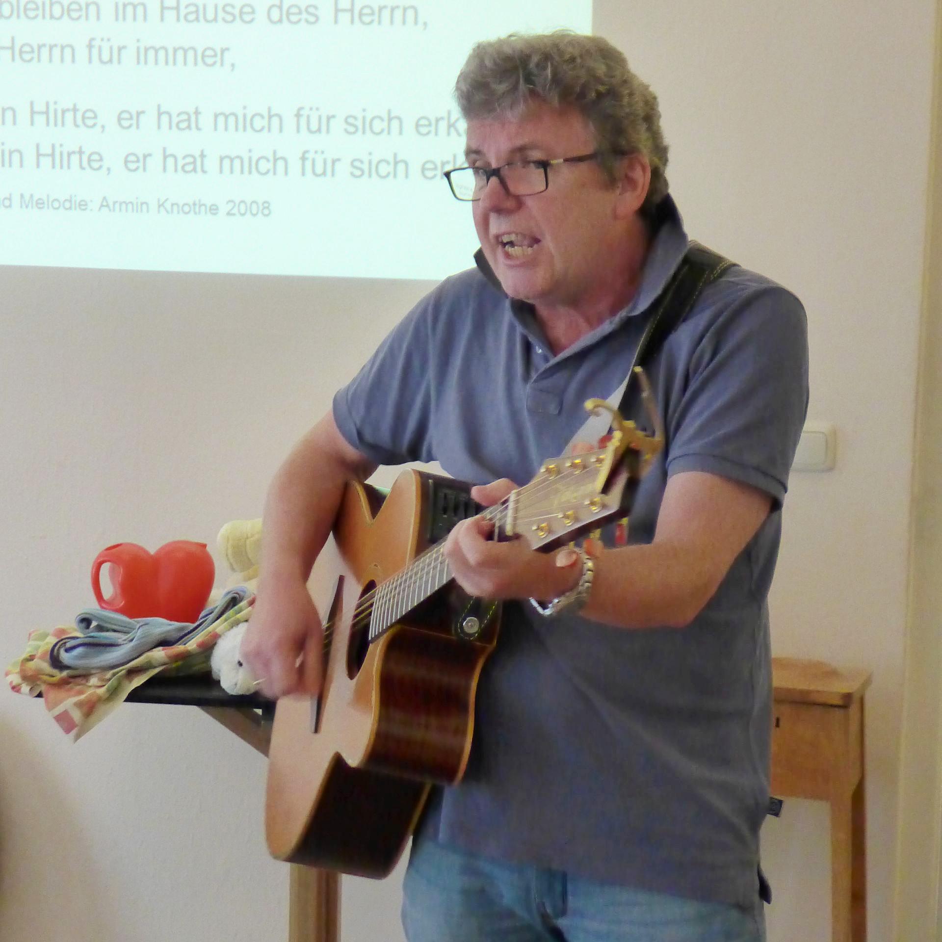 Liedermacher und Kinderpädagoge Arnim Knothe