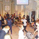 Gemeinsamer Tanz bei der Kinder- und Jugendwoche 2017