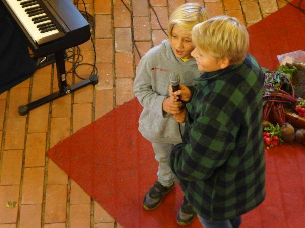 Brüder Baitz singen ein Solo