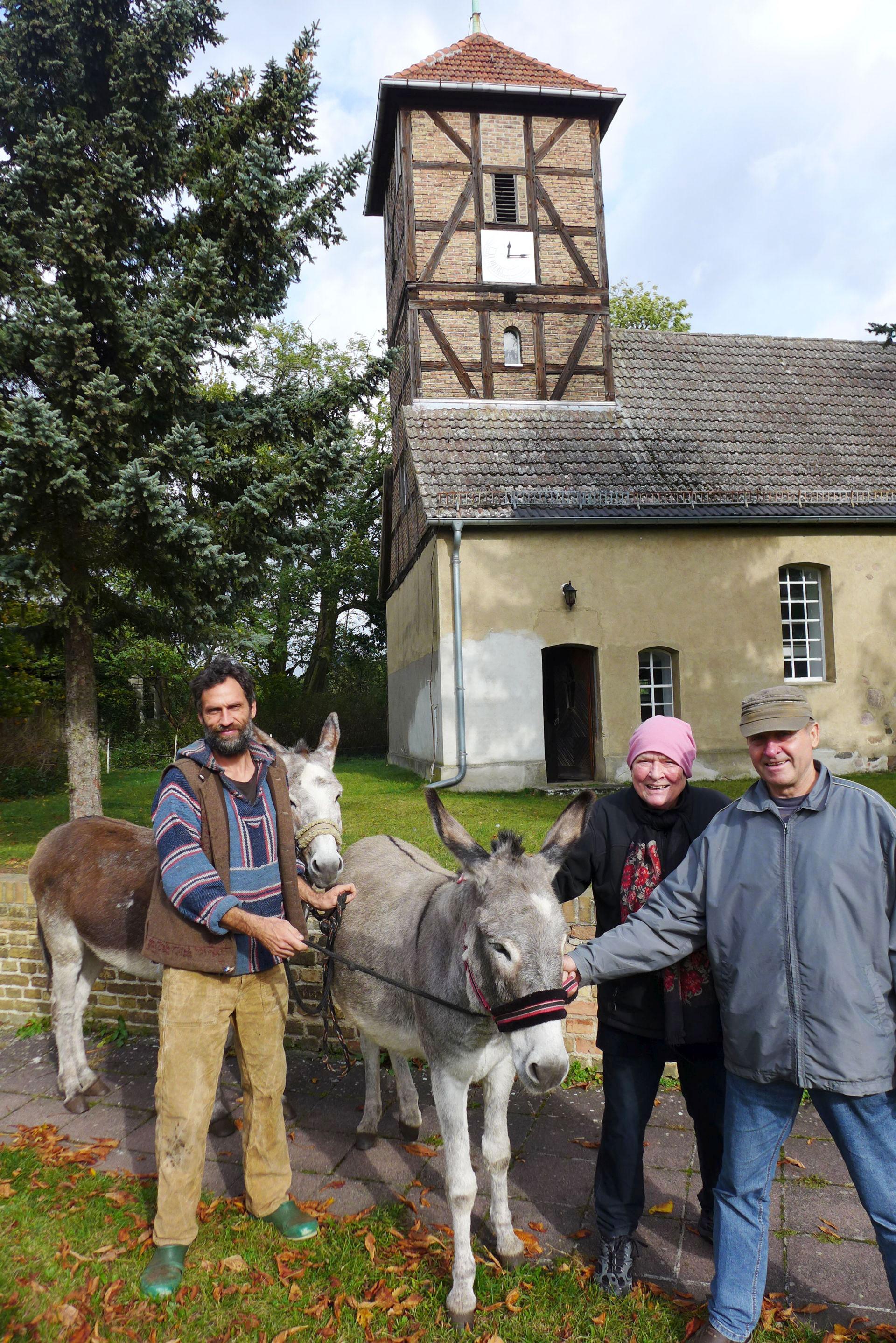 Esel-Pilger-Lichtkirche Neuendorf mit Theda v. Wedel-Schunk
