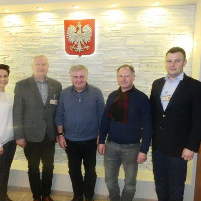 Ireneusz Kozecki (2. von links). Weiter Friedbert Enders (Koordinator Route) Slawek Falana (verantwortlich für Pferde und Dolmetscher Polen) Marek Falkiewicz Mitarbeiter im Landratsamt NT.