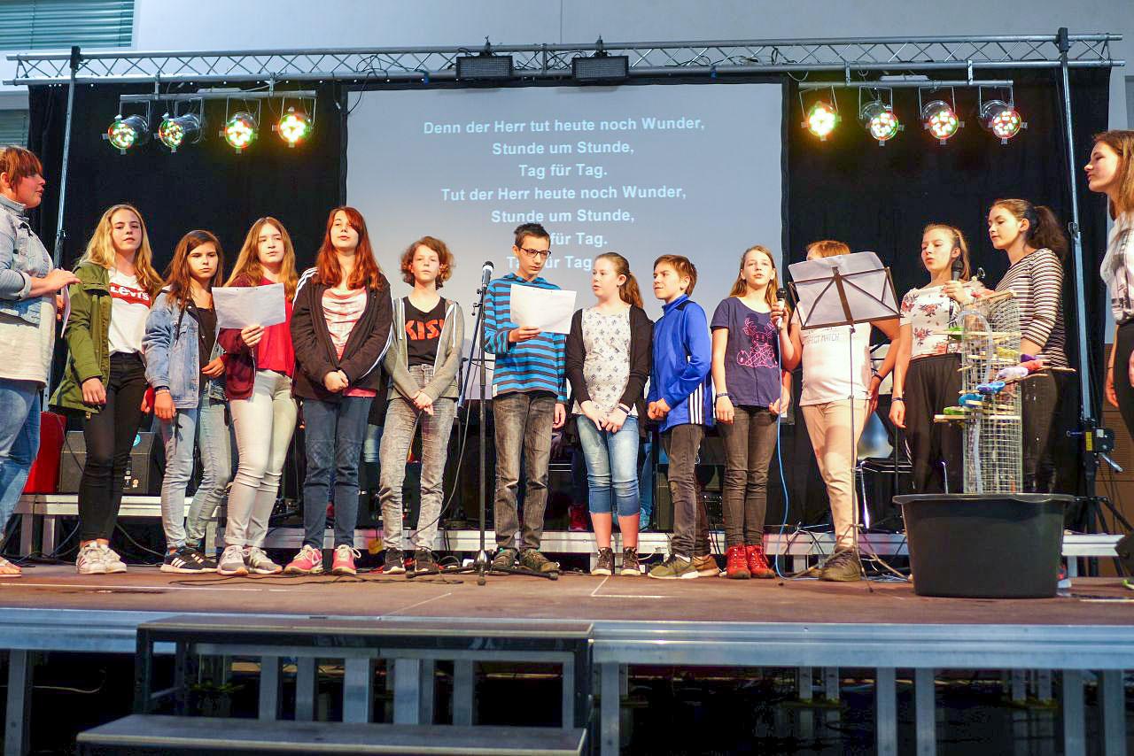 Singen mit Brunnen - Konfirmanden-Camp Mözow 2018