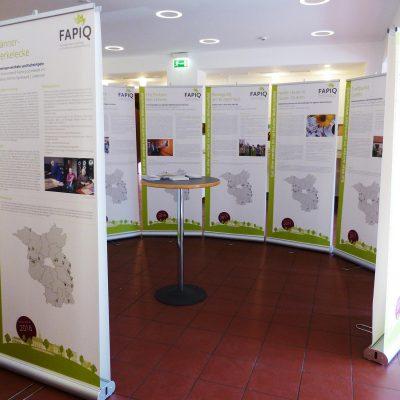 """Gut älter werden im vertrauten Wohnumfeld"" - FAPIQ Wanderausstellung eröffnet in Brück"