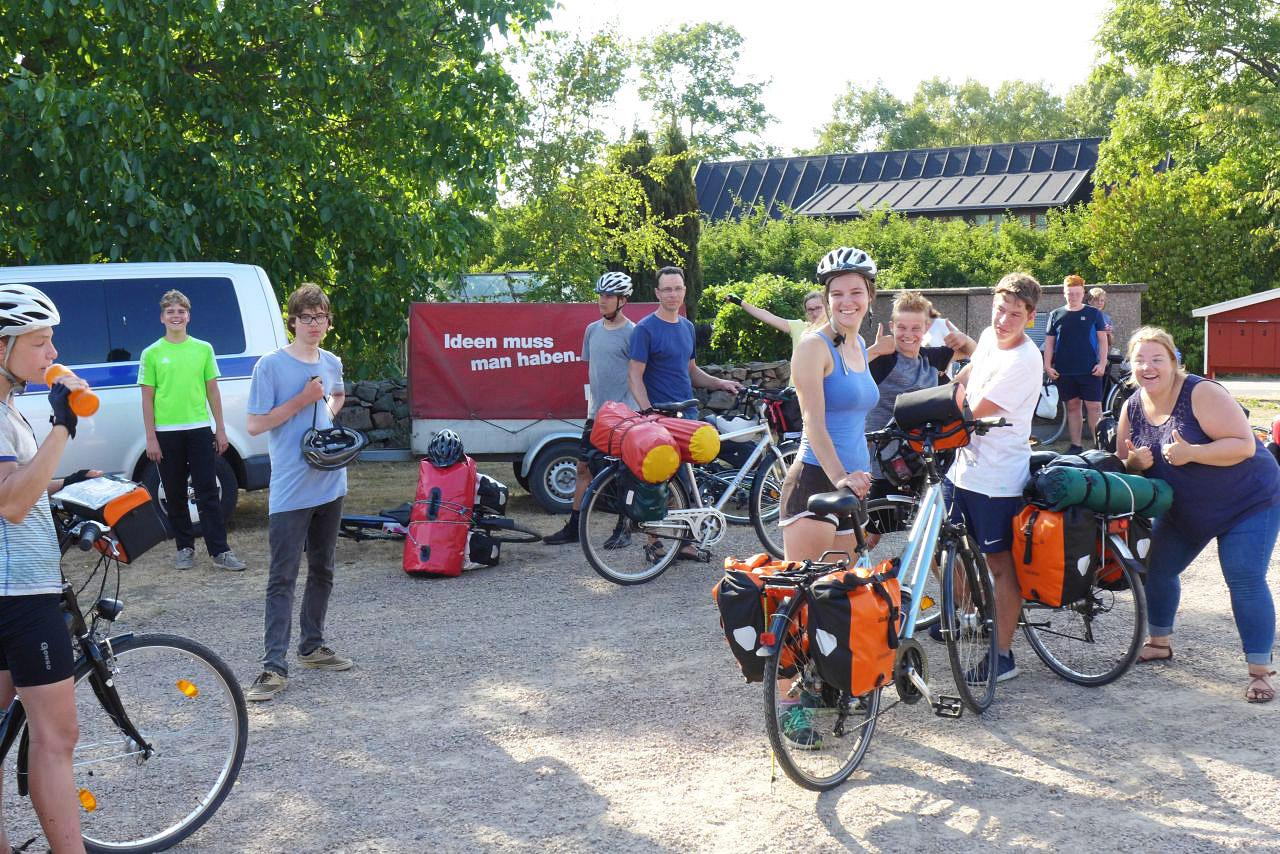 Schweden-Fahrradfahrt 2018 - Schwedenmannschaft nach 350 km ganz rechts die Autorin
