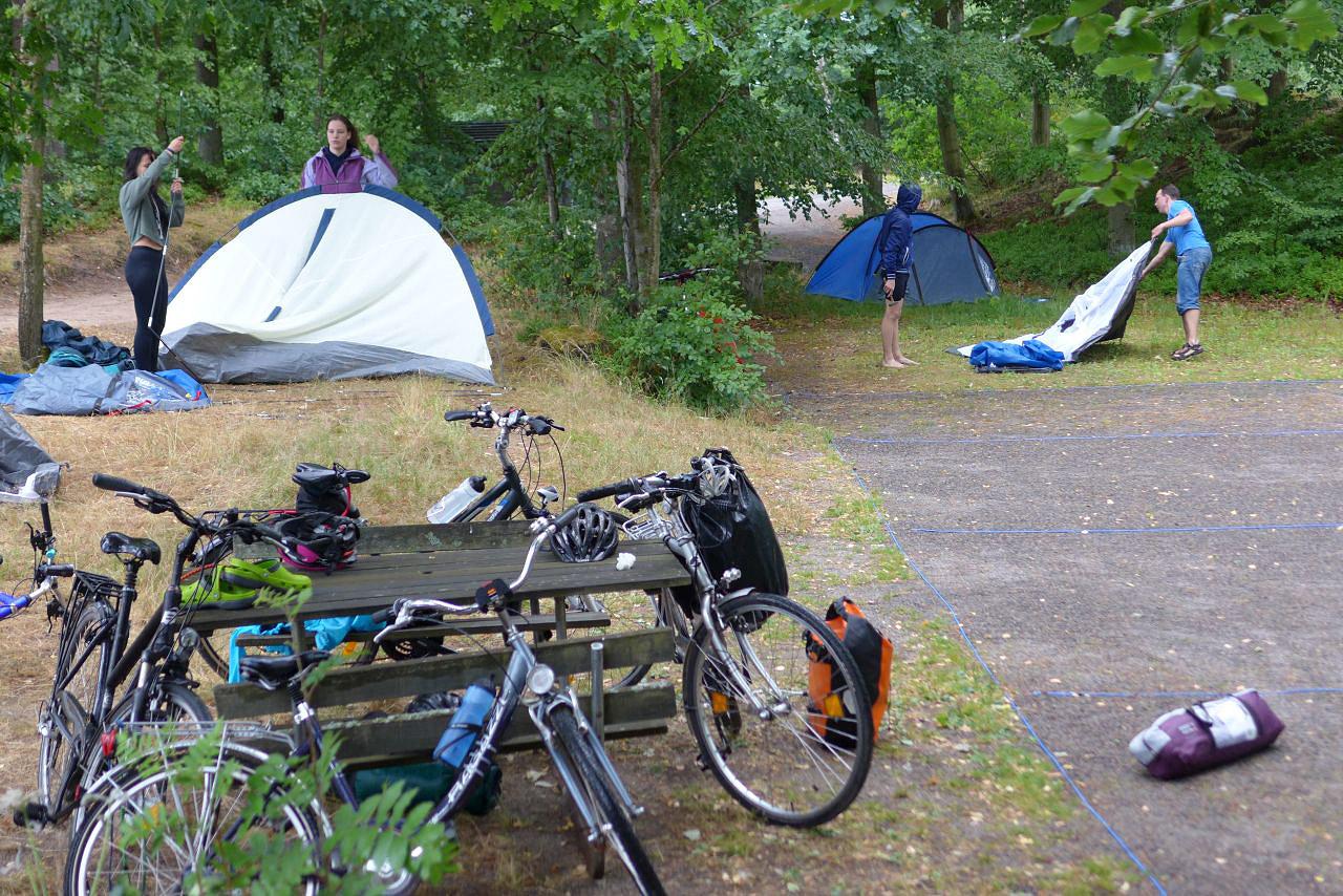 Schweden-Fahrradfahrt 2018 - man kann überall Zelte aufbauen - prinzipiell
