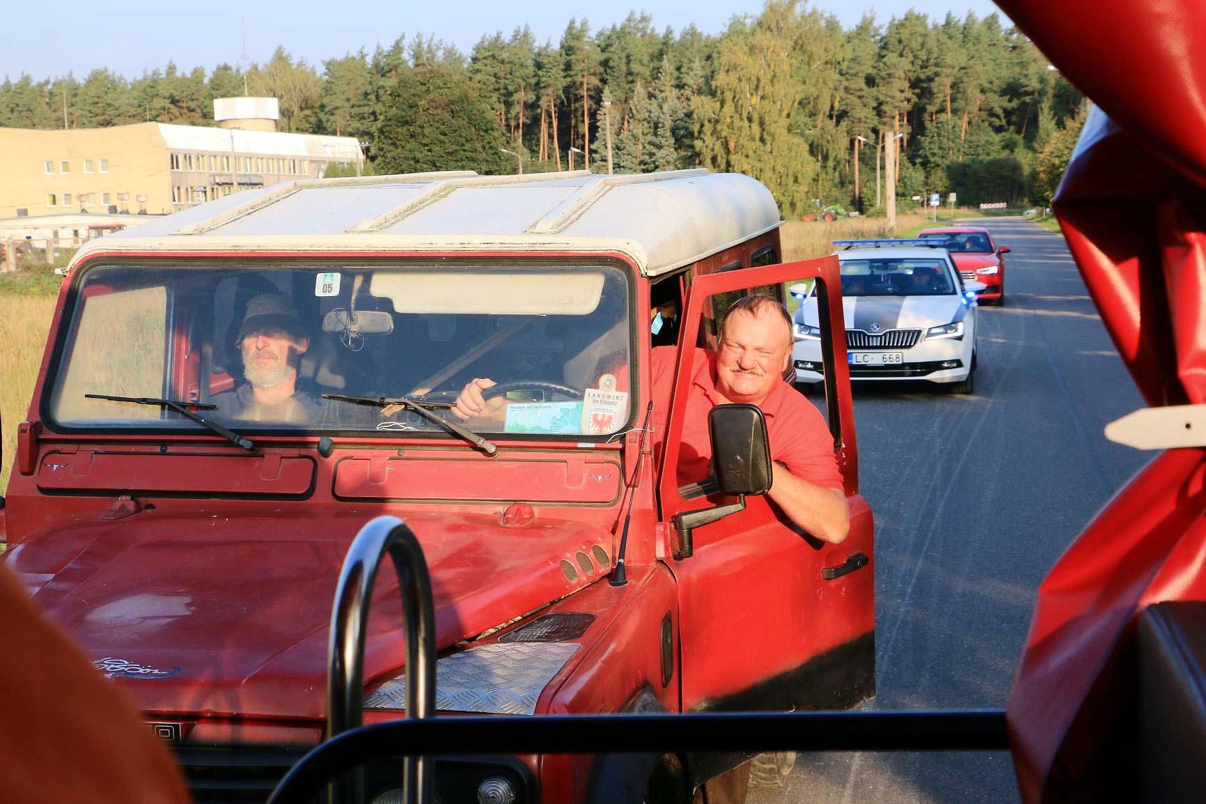 Rover und Polizei dein Freund und Helfer - Titanen on tour in Estland