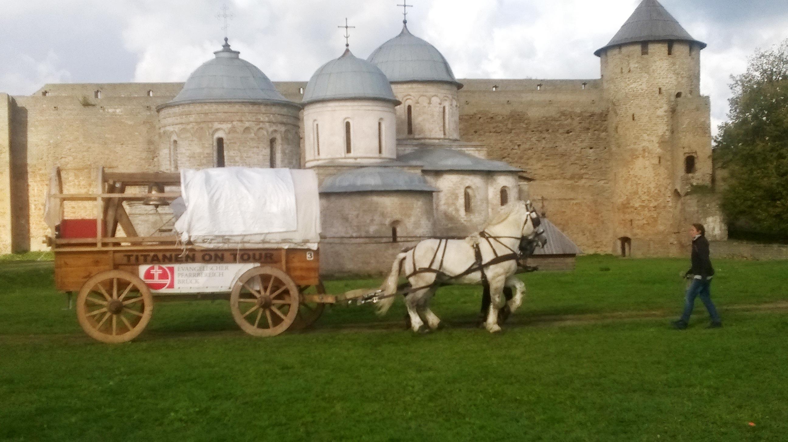 Glocke in der Burg Ivangorod - Titanen on tour in Russland
