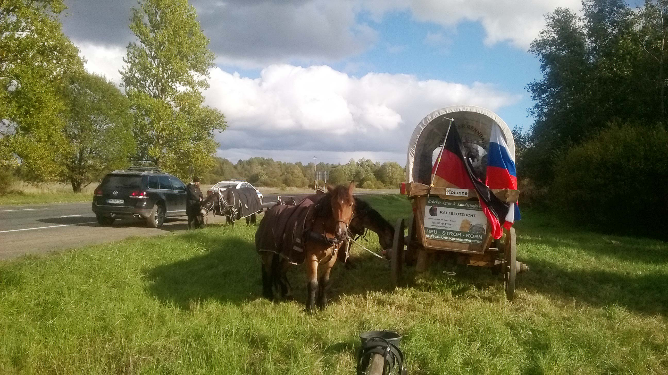 deutsche und russische fahne am Treck - Titanen on tour in Russland