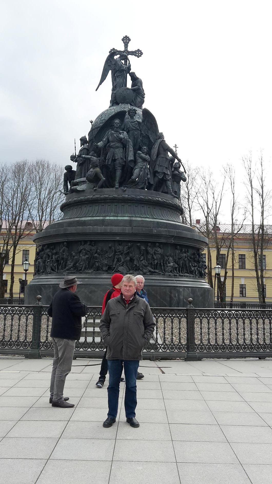 Denkmal 1000 Jahre Russland mit Erkundungstrupp aus Brück - Titanen on tour in Russland