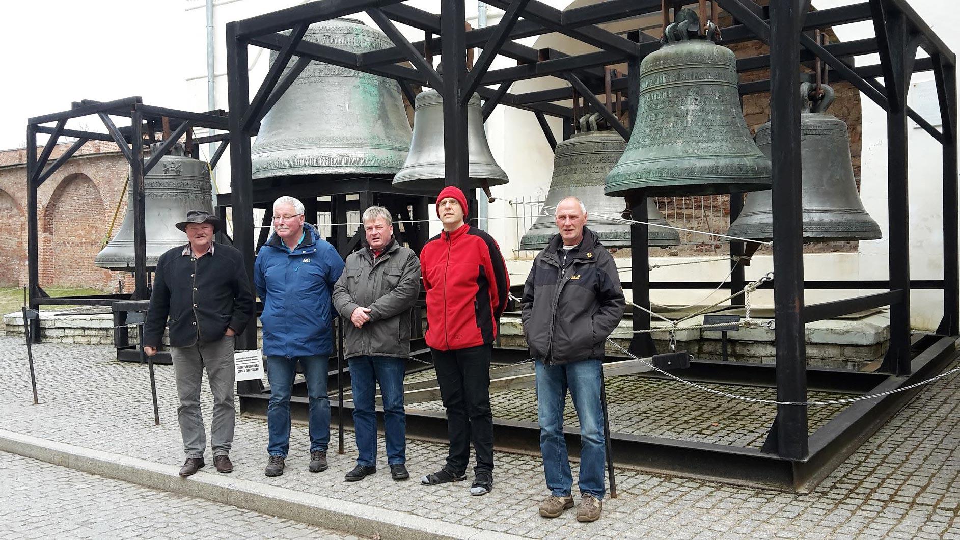 Glockenspiel neben dem Magdeburger Tor im Kreml von Nowgorod - Titanen on tour in Russland