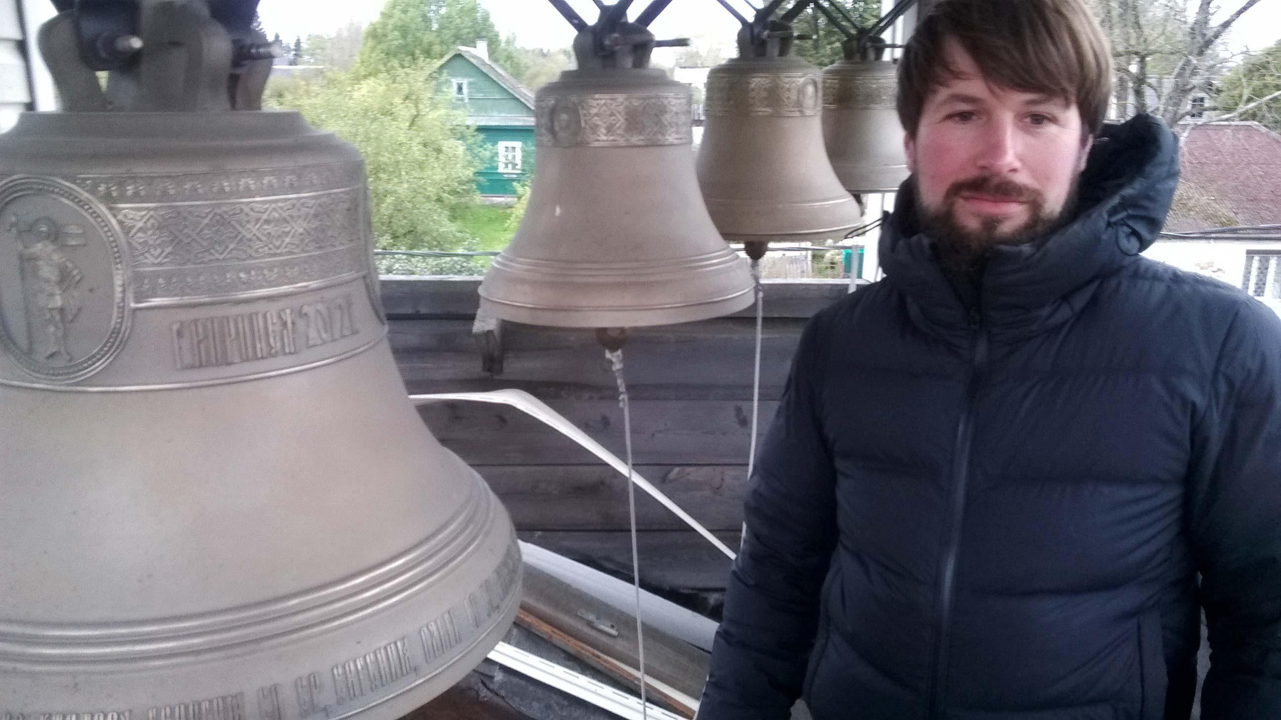 Pope Pawel Grinko mit Glockenspiel - Titanen on tour in Russland