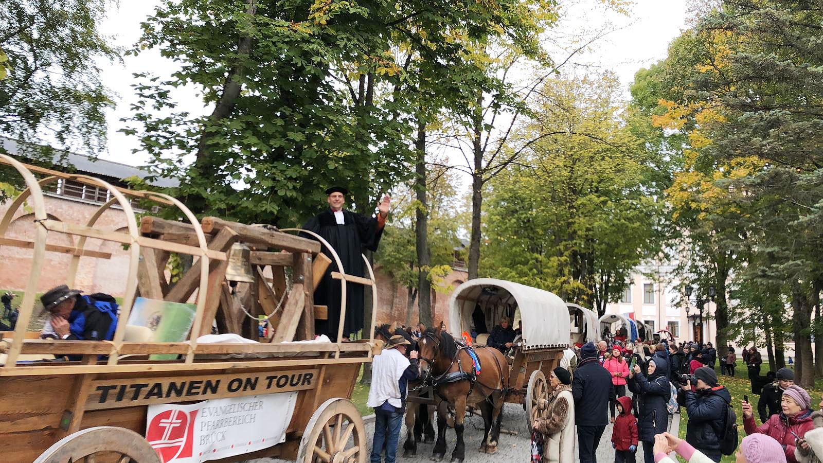 Die Glocke zieht ein - Titanen on tour in Weliki Nowgorod