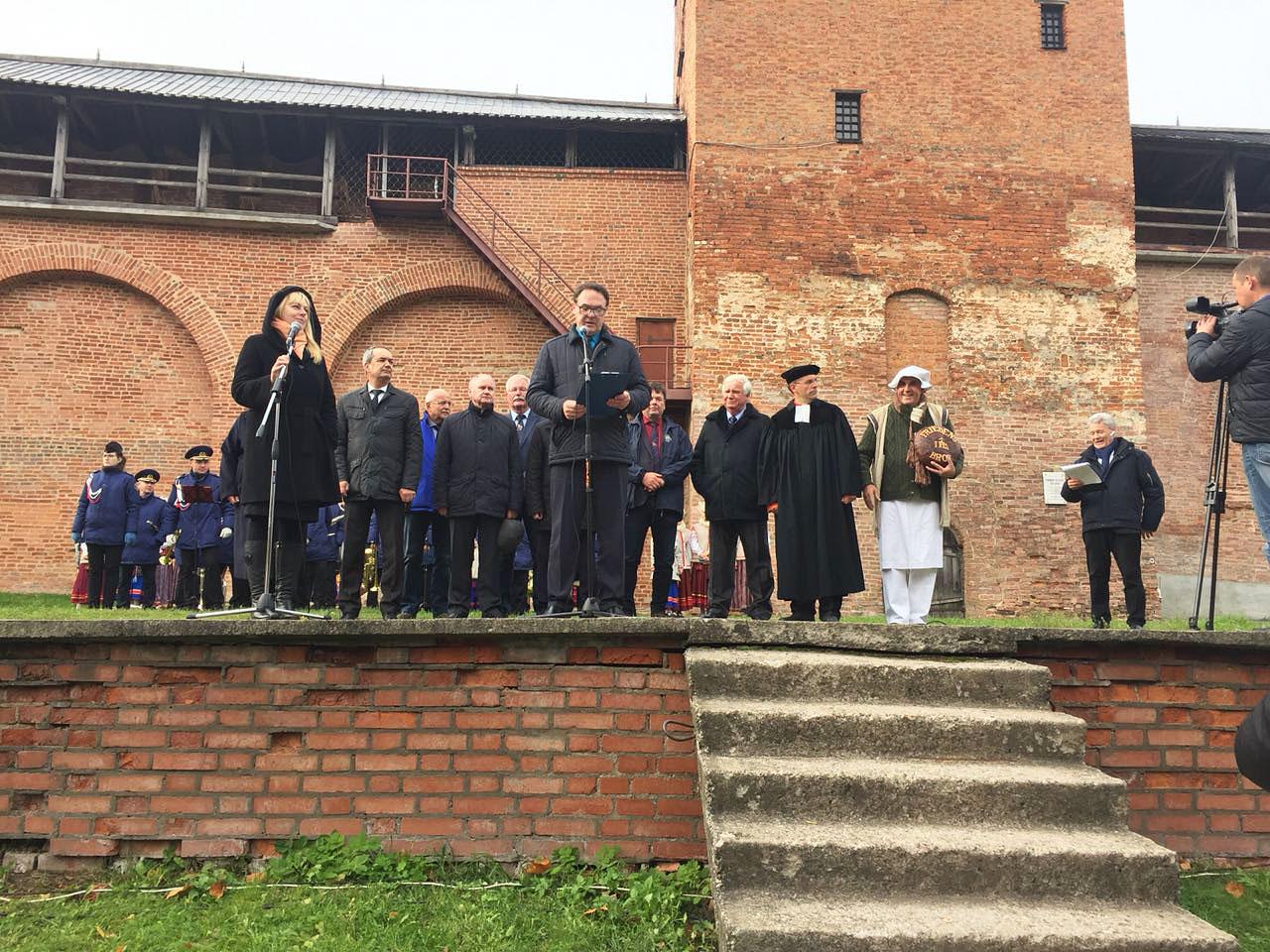 Offizielle Übergabe der Friedensglocke - Titanen on tour in Weliki Nowgorod