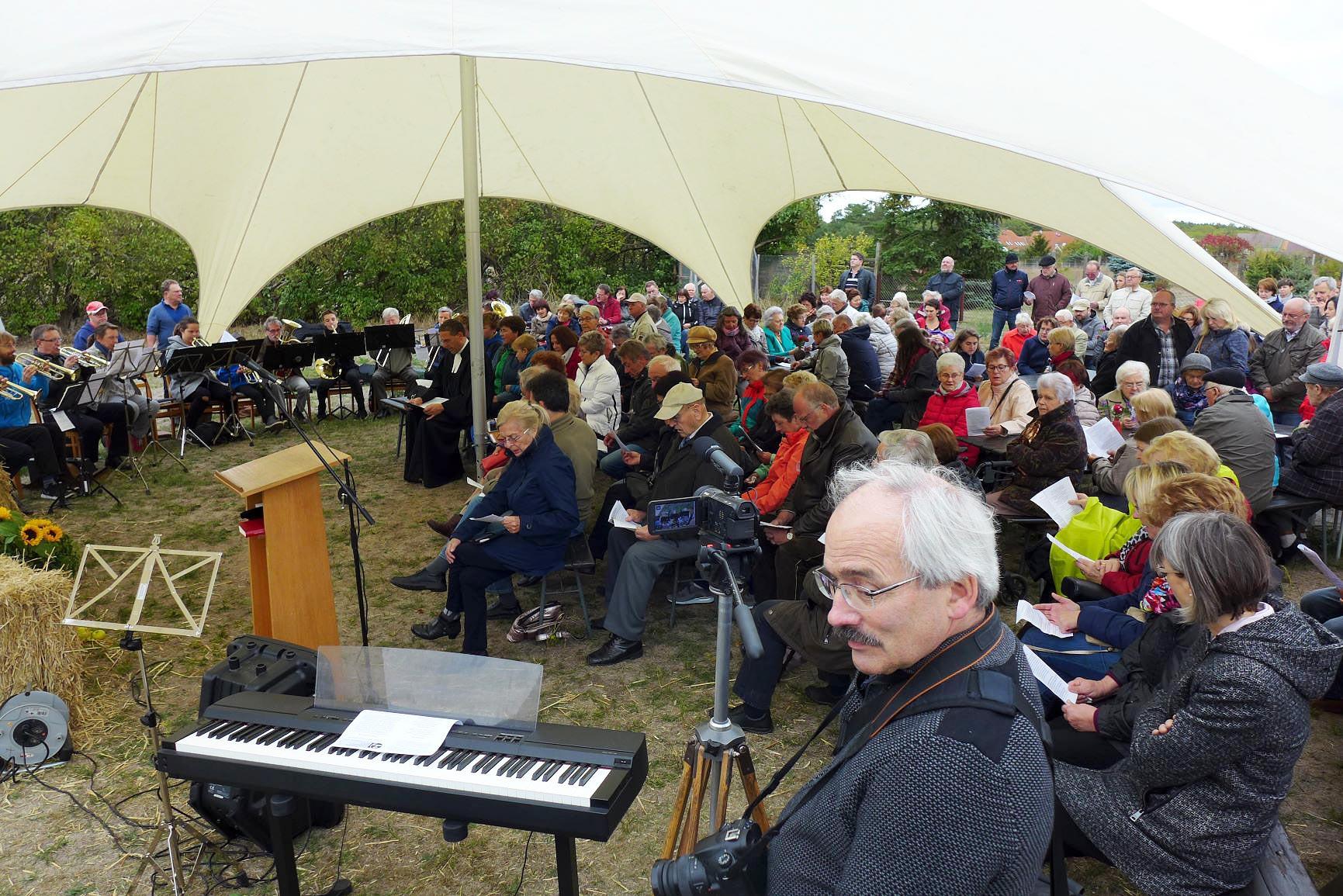 volles Zelt - Gemeindefest 2018