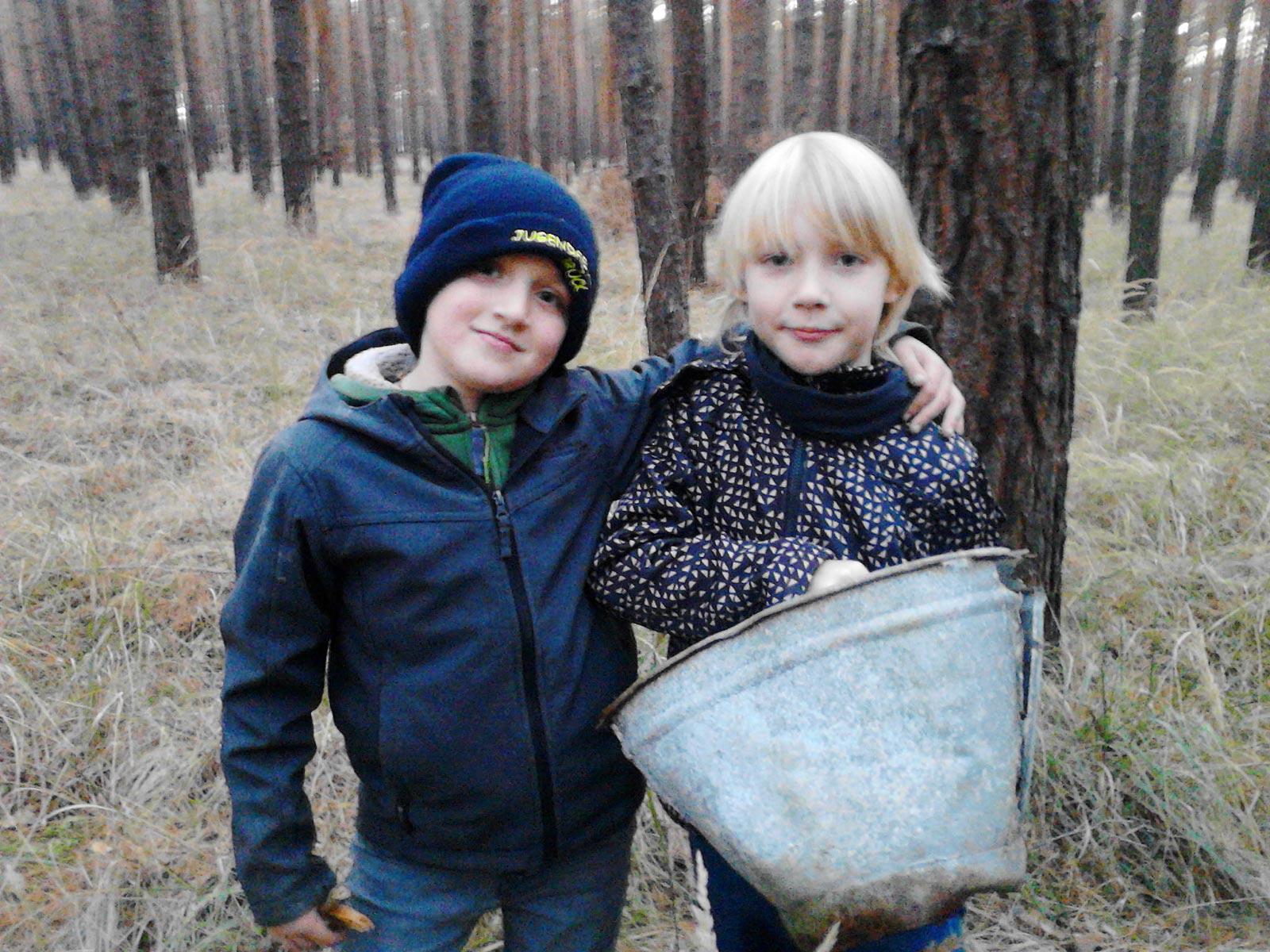Müll wird geborgen - Baooms, die Pfadfinder von Brück