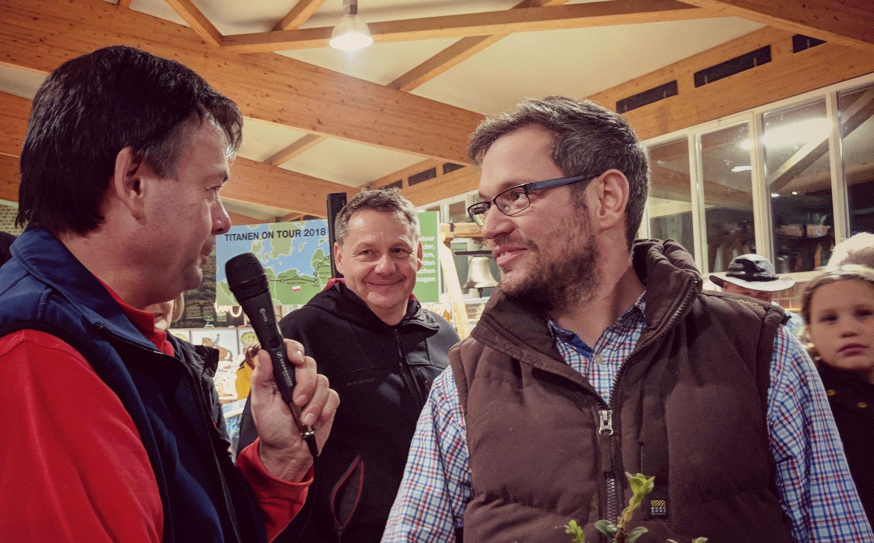 Titanen on tour - Lennert wird von Thomas Haseloff zum Transport der letzten Pferde befragt