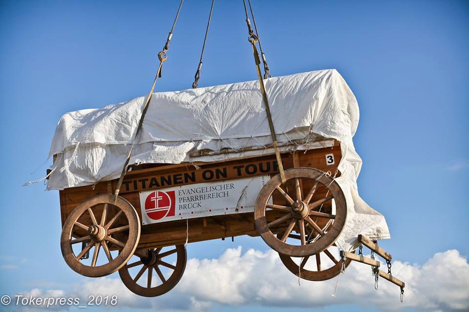 Titanen on tour - der Glockenwagen am Haken