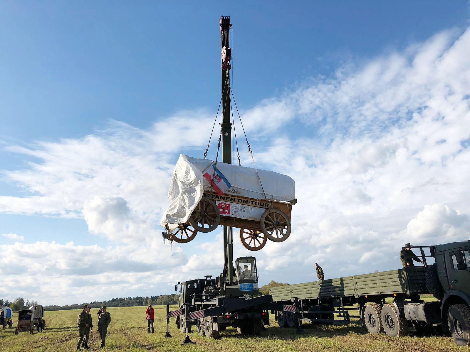 Titanen on tour - der Glockenwagen in russischer Hand