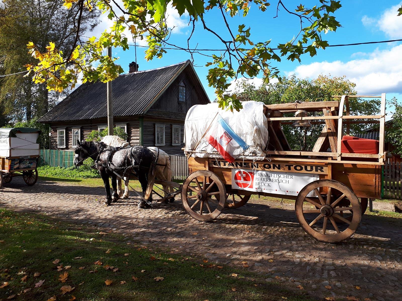 Der Friedens-Glockenwagen in Russland