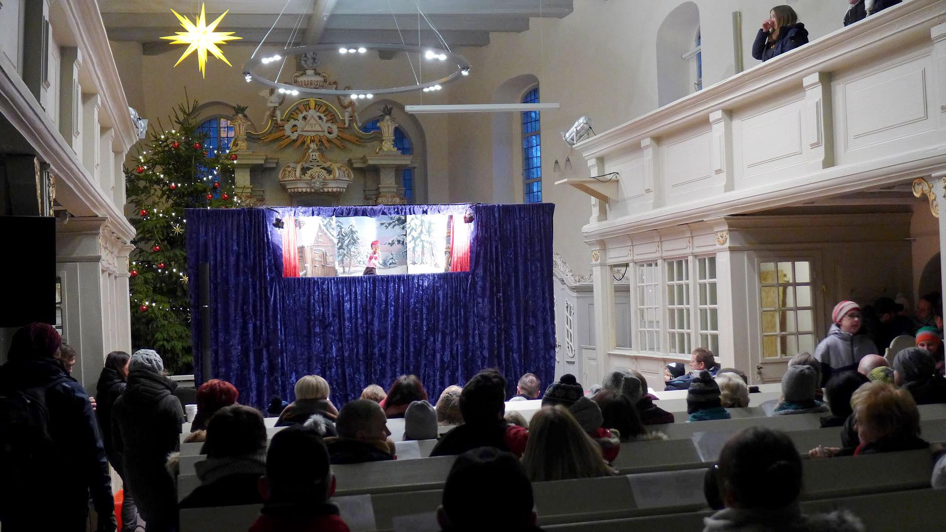 das Puppentheater war ein großer Erfolg - Weihnachtskonzert in der Lambertuskirche 2018