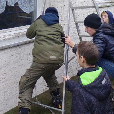 Pfadfinder Baooms: Regenrinnen-Reinigung oder doch nur Klobürsten-Rugby?