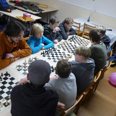 Schach spielen lernen mit Sascha bei den Pfadfindern