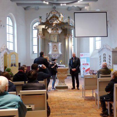 Bischof Reinhart Guib aus Rumänien in der Lambertuskirche Brück