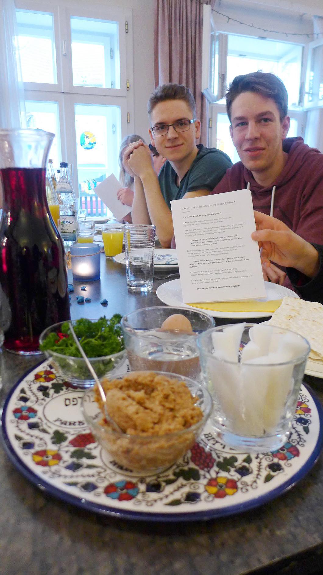 Sederteller mit Gregor und Johannes
