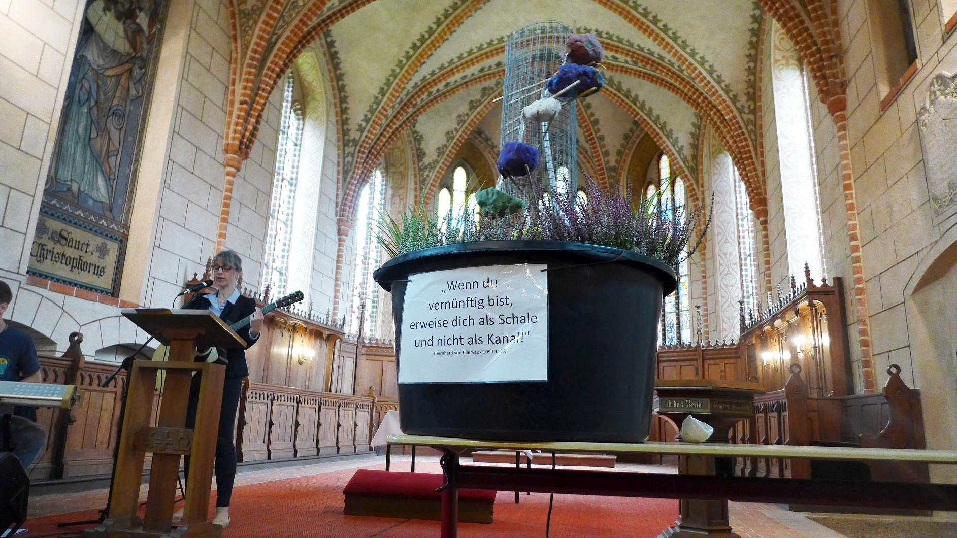 Brunnen der Gemeinschaft in der Kirche Marienfliess - Zukunftswerkstatt Quellort Kloster Marienfliess
