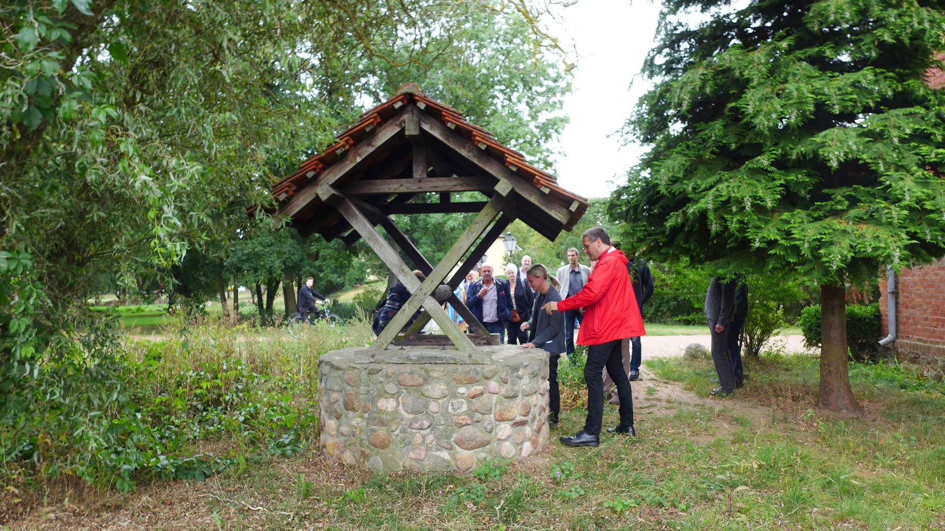 Brunnen soll wieder Wasser geben - Zukunftswerkstatt Quellort Kloster Marienfliess