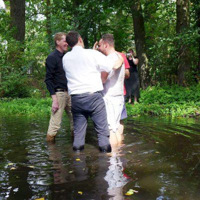 Erste Taufe in der Plane