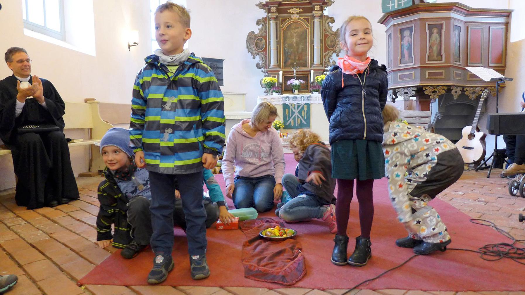 Hasenbandenkinder spielen Erntedankgeschichte - Erntefest 2019 in Brück