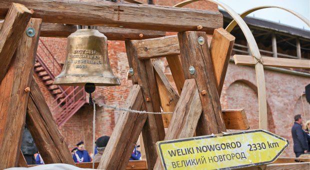Die Friedensglocke im Kreml von Nowgorod