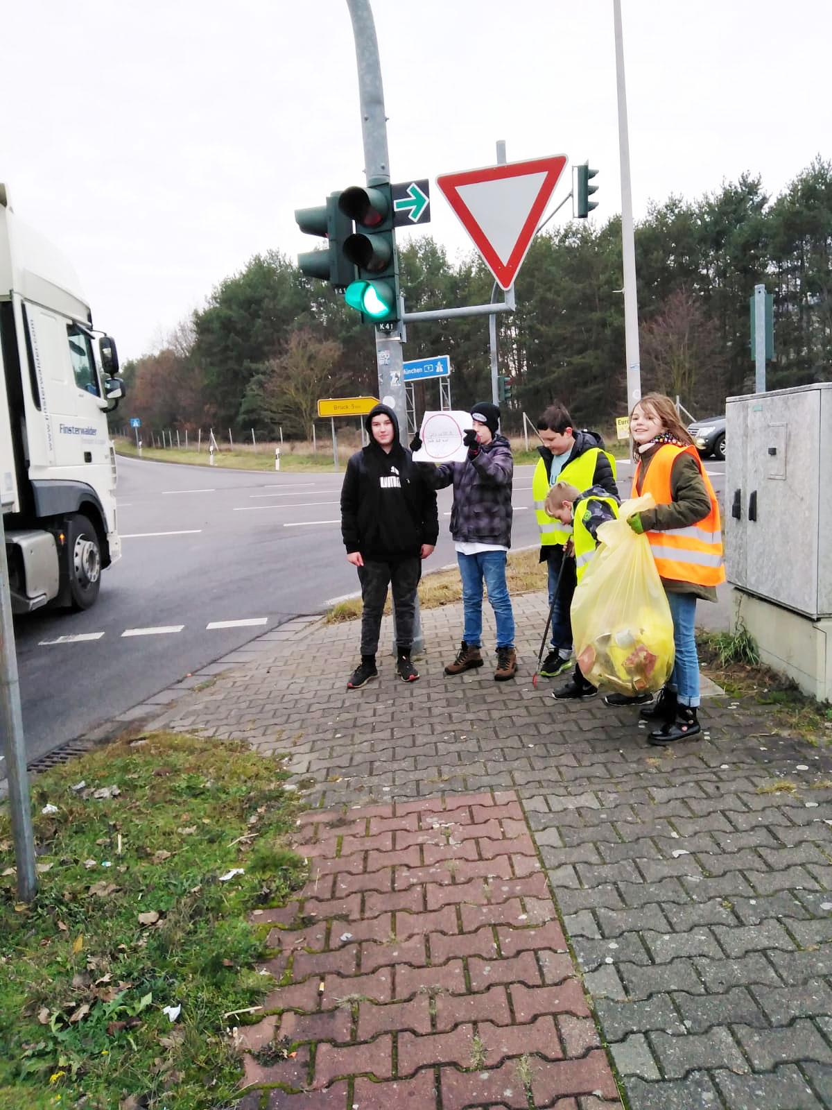 """Autofahrer hört her - Praxis-Projekt: """"Der Müll muss weg"""""""
