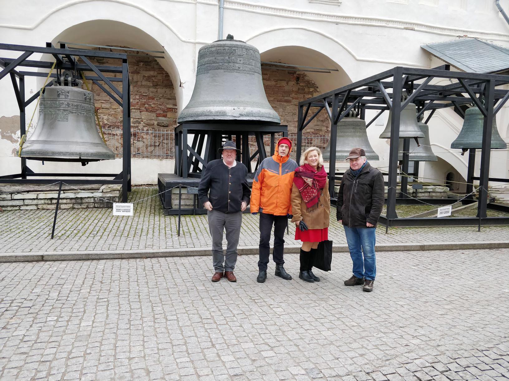 Volksdiplomaten mit Nowgoroder Glocken - Brücker Volksdiplomaten auf Mission