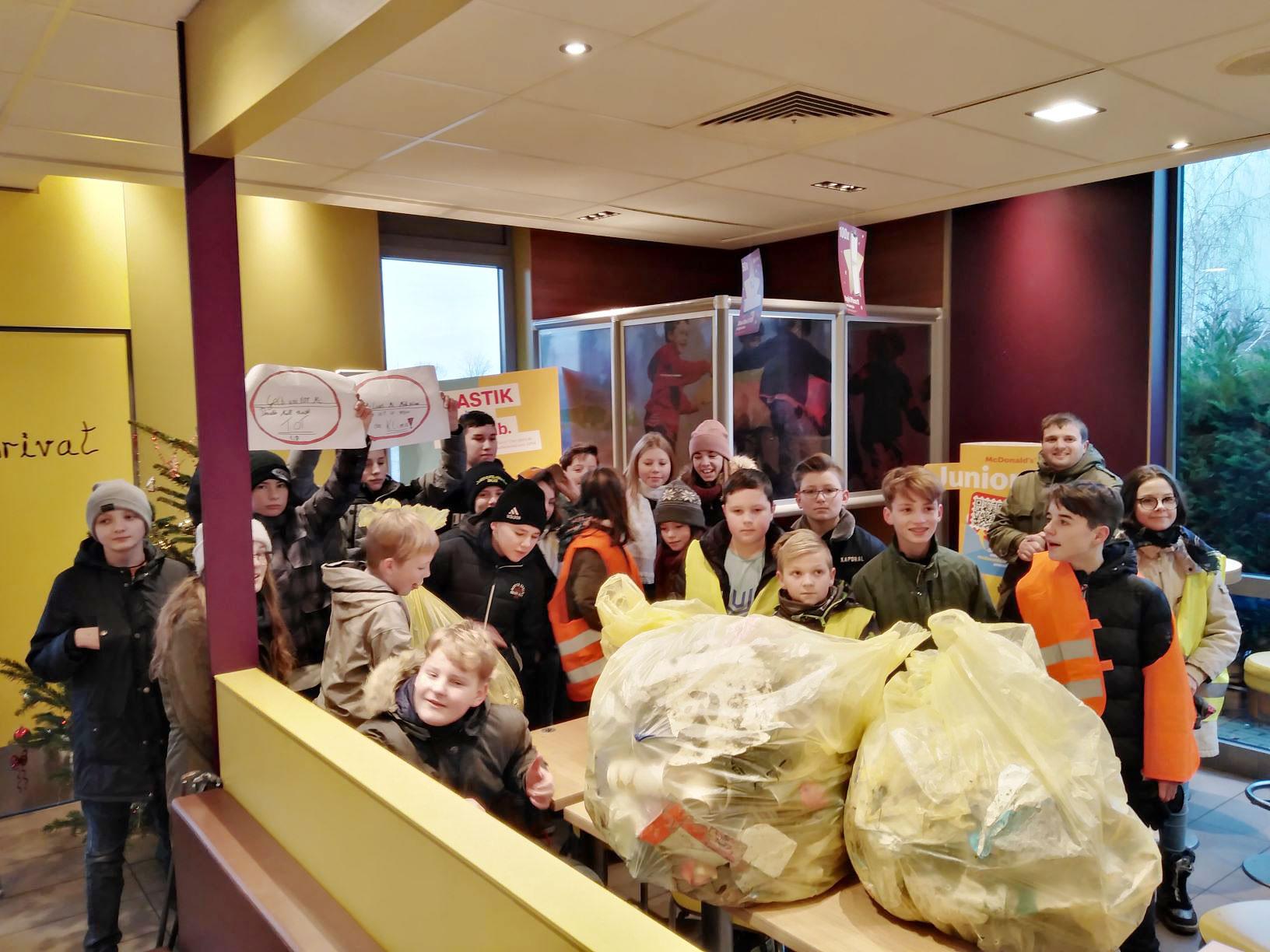 "Müllübergabe bei McDonalds - Praxis-Projekt: ""Der Müll muss"