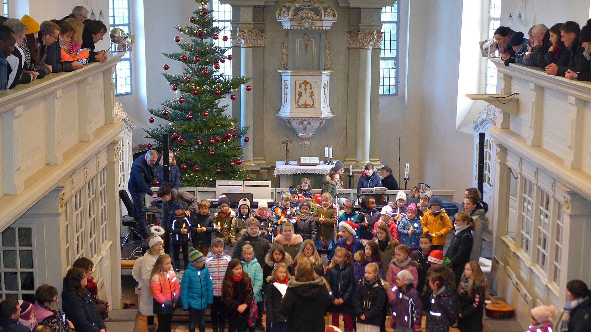 Volles Haus - Weihnachtskonzert in der Lambertuskirche Brück