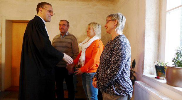 Einführung per Handschlag - Gemeindekirchenrat Neuendorf