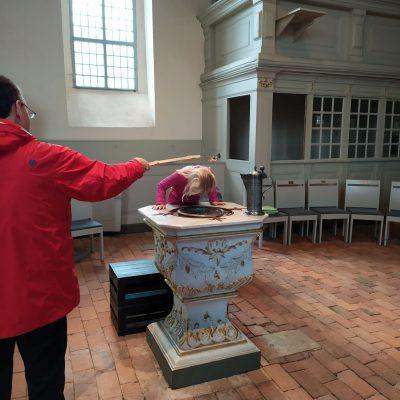 Taufkelle in Aktion - 1,50m Abstand: Erste [corona]gesetzeskonforme Taufe in Brück