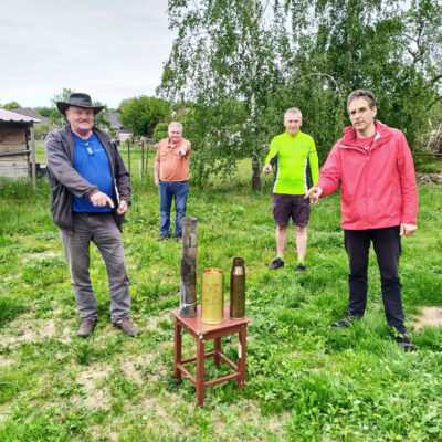 Russische, deutsche und tschechische Granathülse - Munition für die Friedensglocke