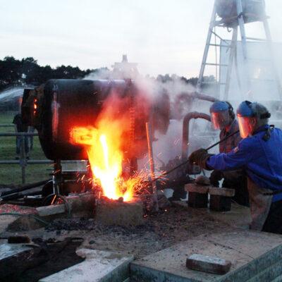 Glockenguss 2011 - Glockengießer Glasbrenner gießt die