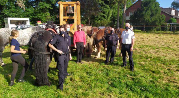 Polizei begleitet den Treck