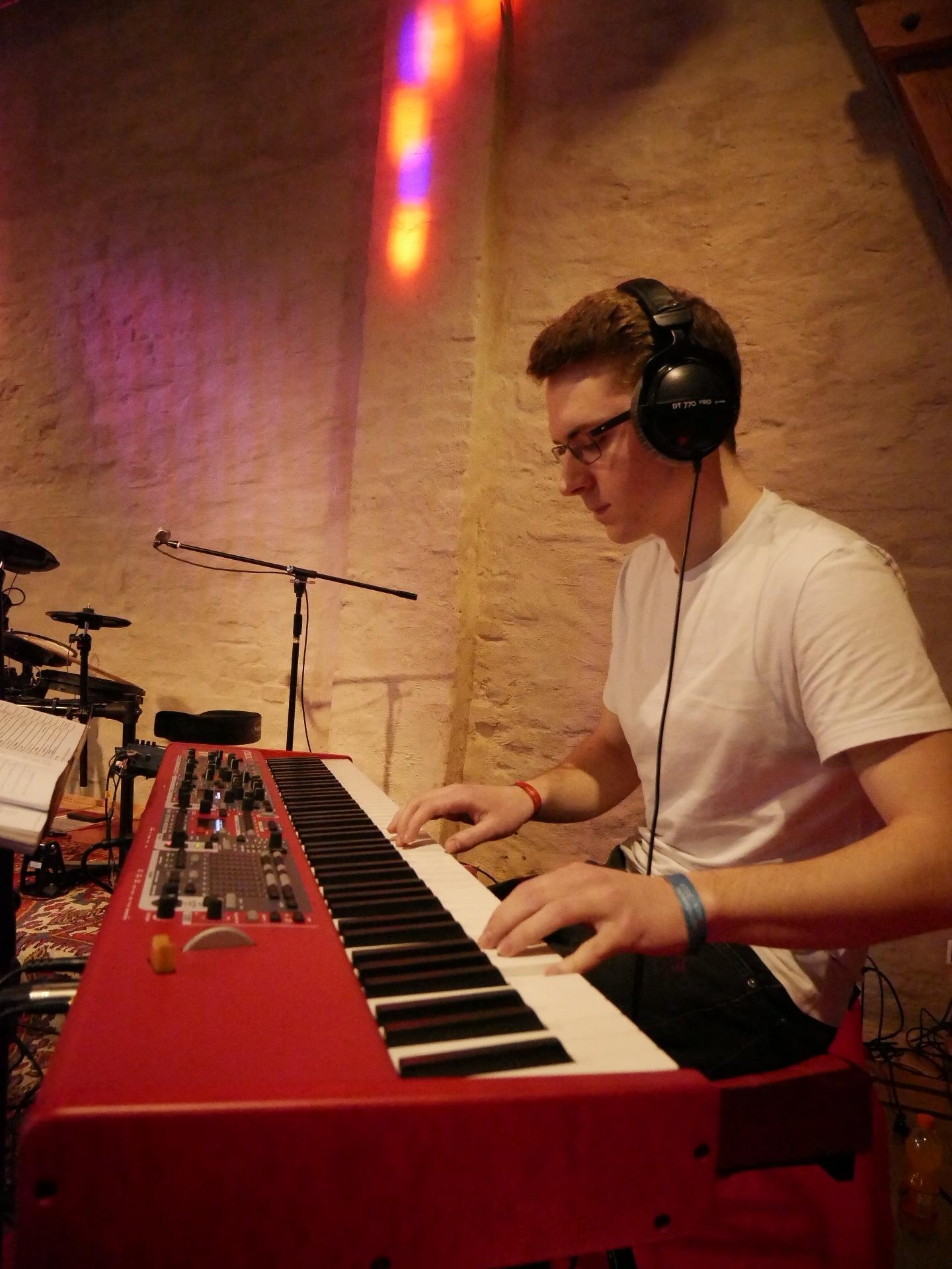 Johannes Schmid am Klavier